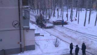 когда машины мешают чистить снег во дворе