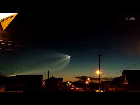 Russia: People Stunned By Aerial Flashes Up the Night Sky