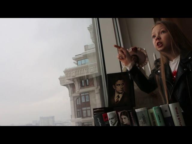 Изображение предпросмотра прочтения – ЕлизаветаПерминова читает произведение «Тучкины штучки» В.В.Маяковского