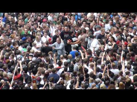 Eminem - Wembley - Fans Fight - front pit - Friday July 11th