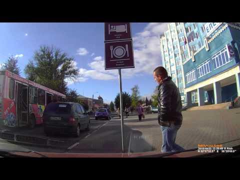 """Велосипедист зацепил автобус """"Елец"""""""