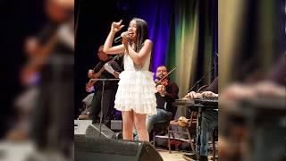 جويرية حمدي تغني يتعلموا لعمرو دياب في حفلة ساقية الصاوي - القاهرة