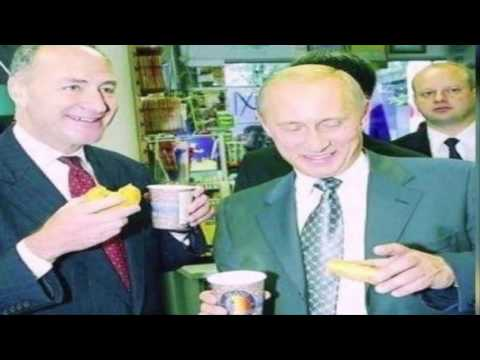 White House Official Responds to Schumer Tweet With a Photo of Schumer and Putin