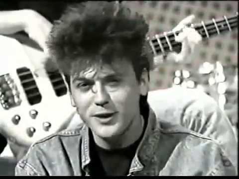 Crvena Jabuka  - Volio bih da si tu (1988)