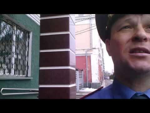 прокурорский работник курит в общественном месте саранск