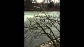 Regarder la rivière le Doubs à Besançon c'est magnifique