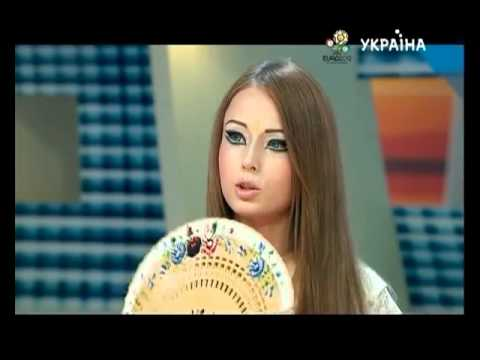 valeria-lukyanova-amatue-installation-of-this-show,-it-was-to-put-me-in-a-bad-form-of