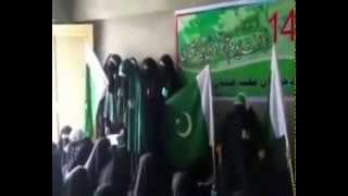 Video Hurriyat leader Asiya Andrabi hoists Pakistani flag in Srinagar download MP3, 3GP, MP4, WEBM, AVI, FLV November 2017