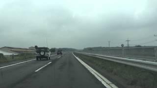高速を走る自衛隊警務隊車両