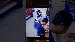 Aksi Maling Bagasi Jok Motor Ternyata Tertangkap Kamera CCTV