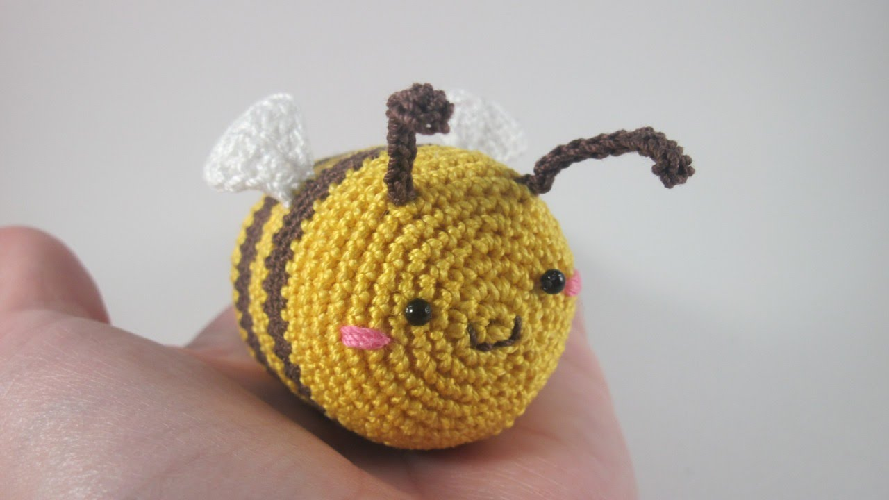 Crochet Bee Pattern - thefriendlyredfox.com | 720x1280