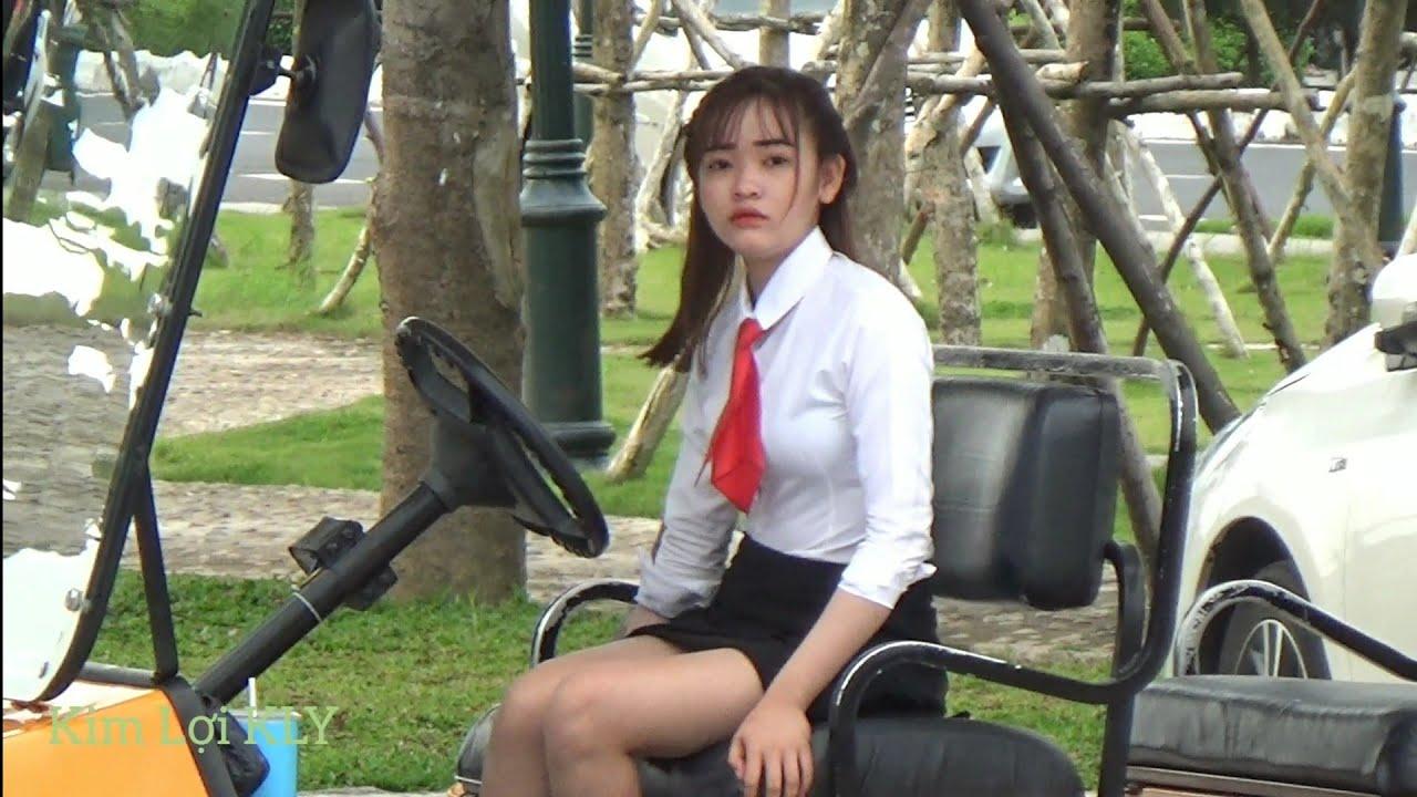 Hot girl/Vô Tình Thấy Được Em Tiếp Viên Nhà Hàng Xinh Thiệt.