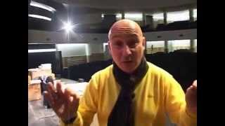 """Maurizio Battista presenta """"Cari amici miei... come giochi, giochi male!"""" al Teatro Olimpico"""