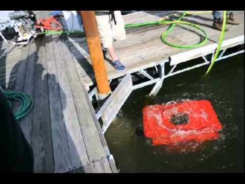 Mariscope Mc Clean ROV with rotating cleaning head