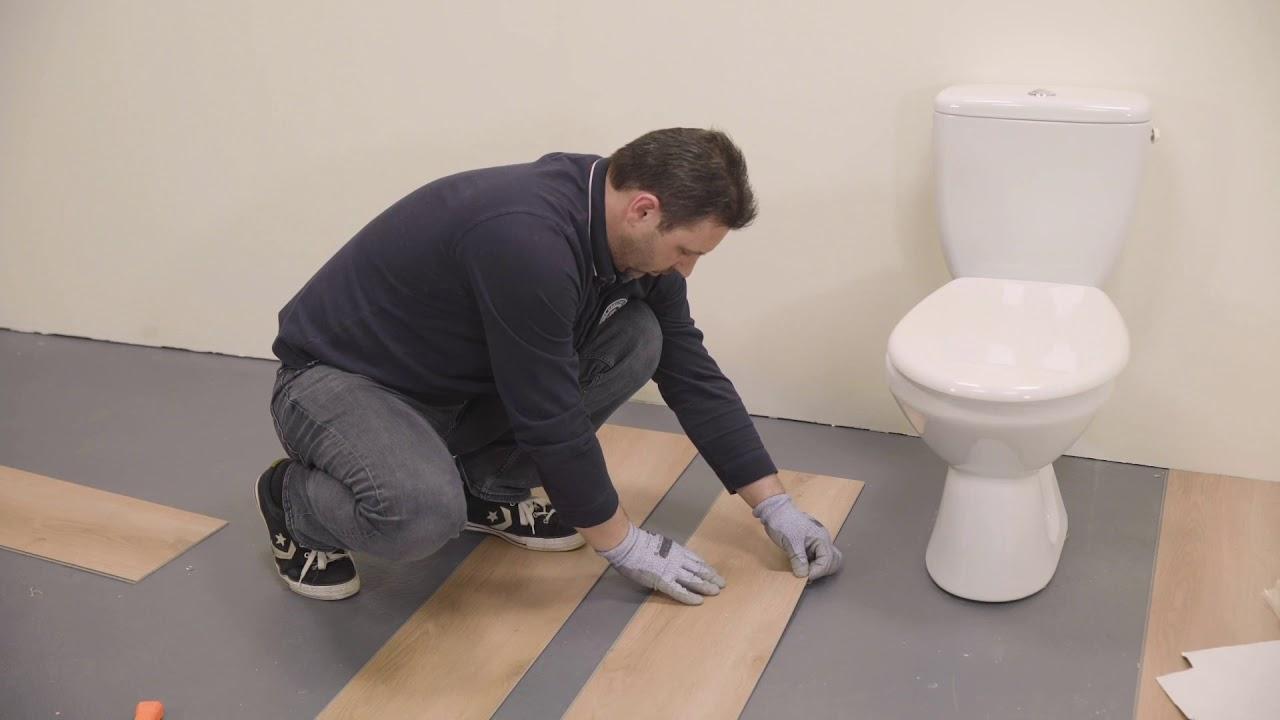 Tarkett Verlegevideo Klick Vinyl Verlegen Wie Man Klick Designboden Um Toiletten Verlegt Youtube