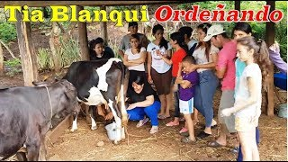 6- Tía Blanqui Ordeñando La Vaca - Madrugada Con Un Suscriptor Parte 6