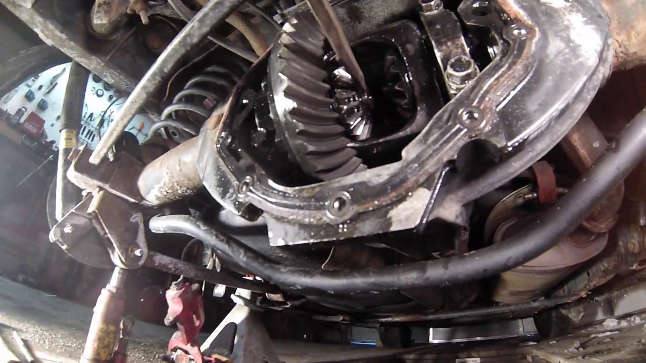 2006 GMC envoy rear axle spider gear rebuild(1/2)