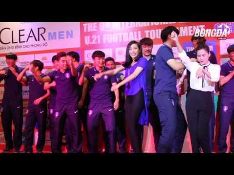U19 Hàn Quốc nhảy Gangnam Style cực nhắng ở Gala U21 Quốc tế 2015