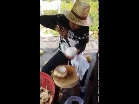 Cách gọt dừa lấy nguyên ruột siêu đỉnh