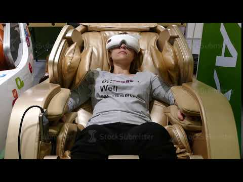 Massage chairs at Brookstone eating people!!!! from YouTube · Duration:  40 seconds