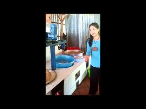 Kỹ thuật bổ dừa, làm kẹo dừa