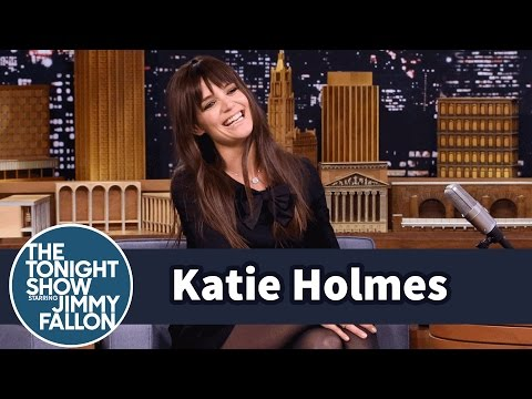 Katie Holmes' Family Goes Telephone Caroling for Christmas