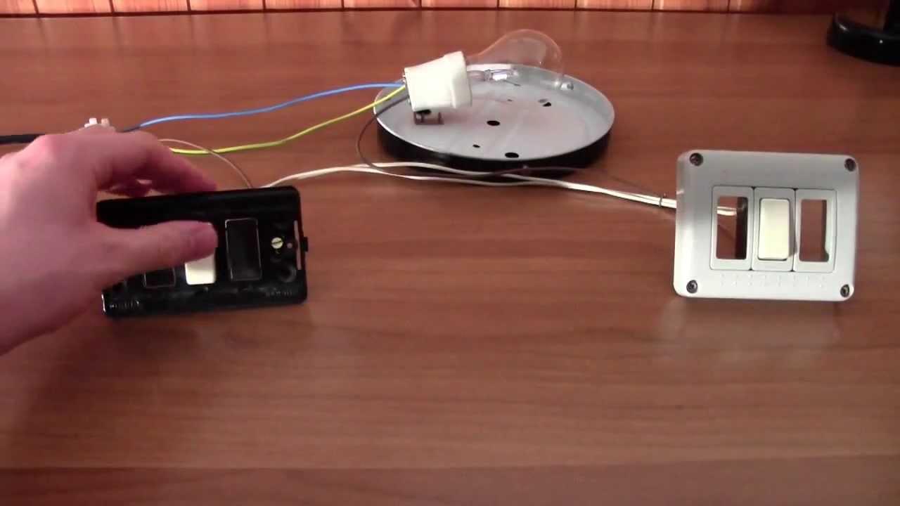 Schema Elettrico Per Accendere Una Lampada Con Due Interruttori : Cablaggio e funzionamento di un punto luce deviato youtube