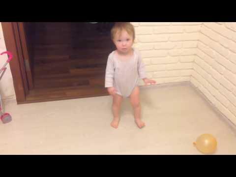 Смешные дети, видео про детей. Показывает как смеяться, как плакать,как падать и как танцевать.