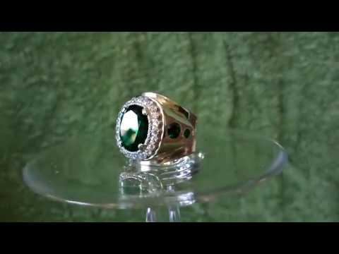 Серебряный перстень с изумрудом.