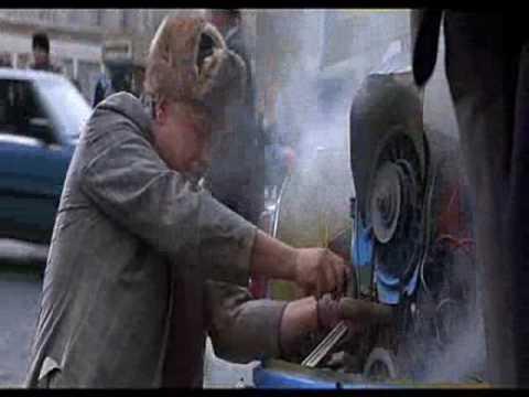Бонд и ЗАЗ 965 Золотой глаз 1995.wmv