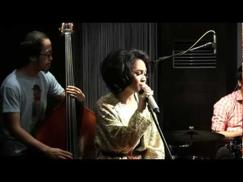 Andien - Something About Us @ Mostly Jazz 23/03/12 [HD]