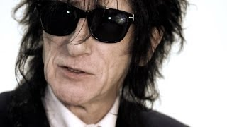 Repeat youtube video Dr John Cooper Clarke on Arctic Monkeys and I Wanna Be Yours