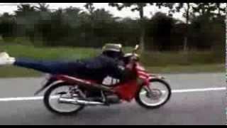 Epic motorkáři i male děti na motorkách