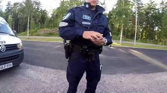 Poliisit pysäytti ja sakot tuli
