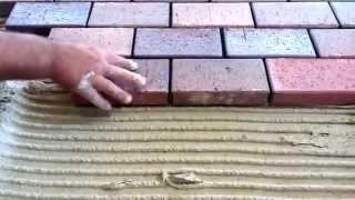видео Укладка тротуарной плитка на бетон отмостки