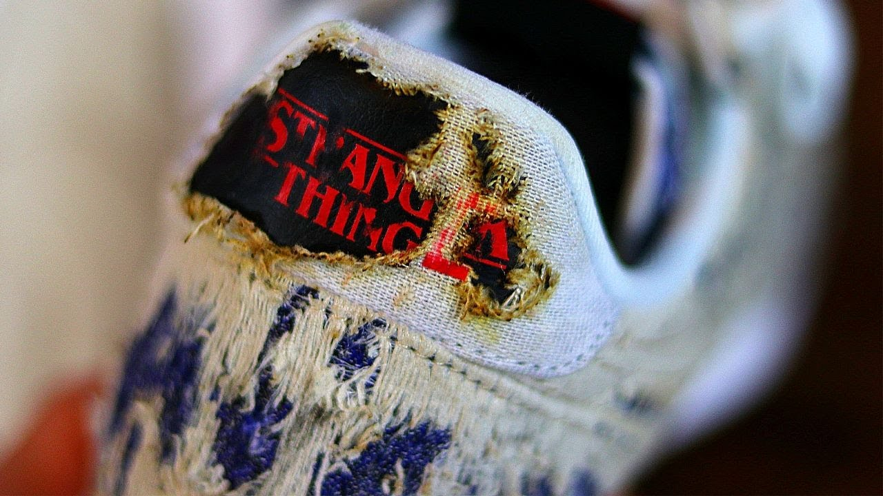 NIKE x STRANGER THINGS UPSIDEDOWN