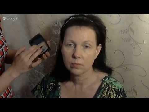 Коррекция овала лица в возрастном макияже