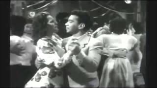 Cantinflas Bailando La abeja Miope. thumbnail
