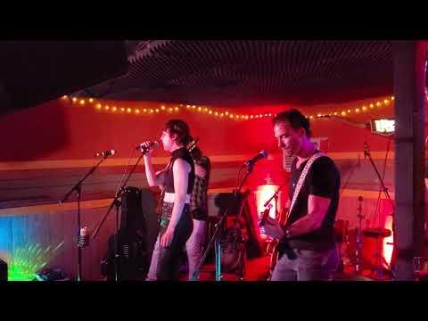Lunchbox - Halestorm Performs Songs At Nashville Bar