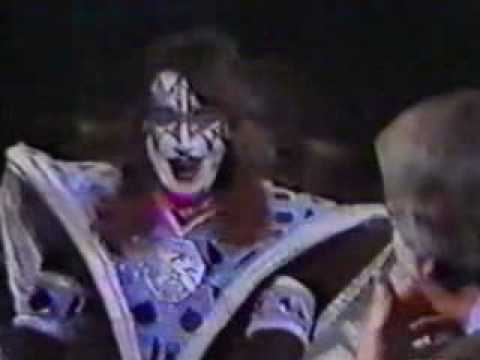 Dana McKenzie - How a Drunk Ace Frehley Torpedoed Kiss' 'Tom Snyder' Appearance