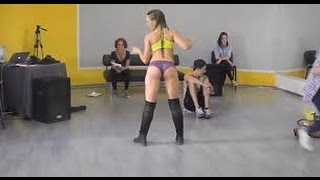 2 chicas en mallas two leggins beautiful girl twerk dance  erotic playboy