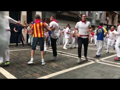 Segundo encierro san Fermín Pamplona 2017 bulls run part 2