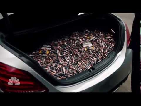 Mercedes trolluje branżę elektrycznych samochodów w SNL.