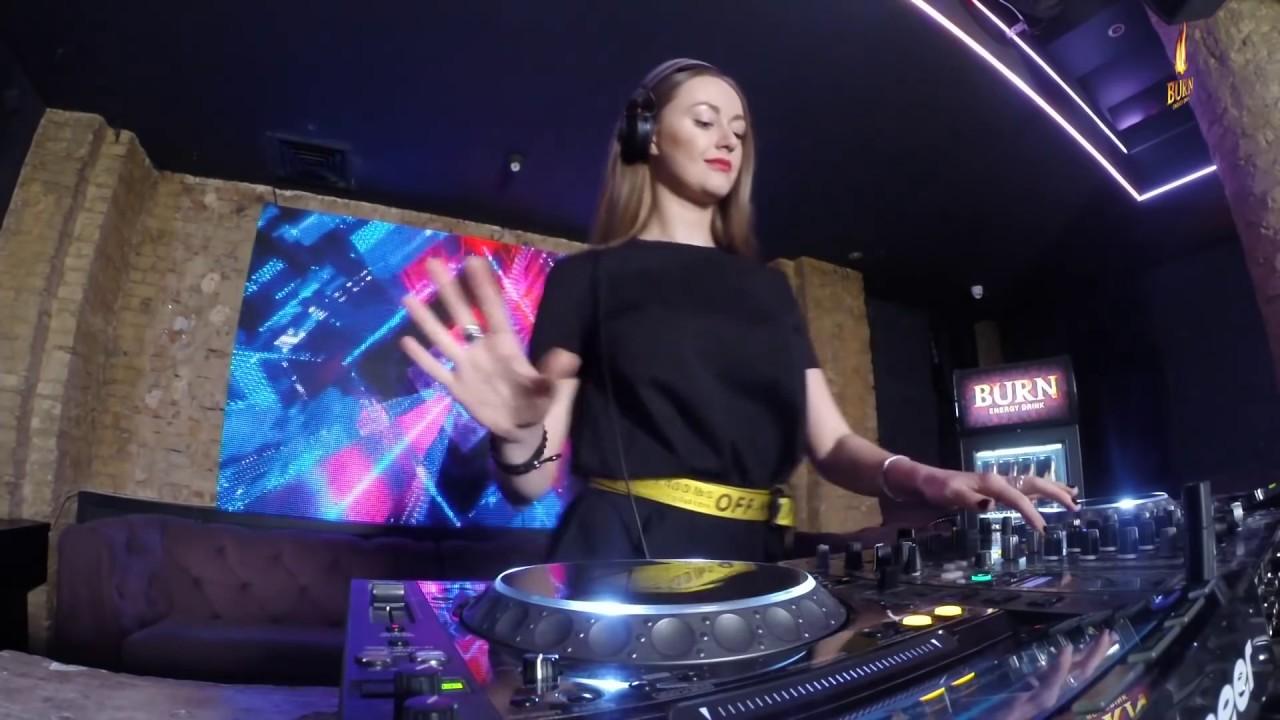 Olga Shy - Live at Radio Intense