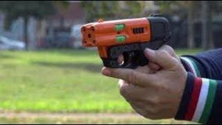 Ecco la pistola al peperoncino, una ragazza a Milano si salvò così
