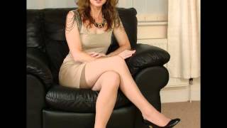 Repeat youtube video High heel and mature lady