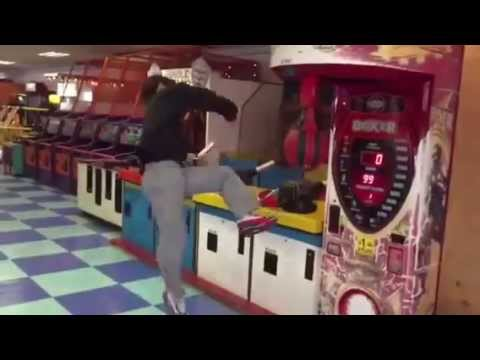 KICK MACHINE - KOREAN GUY KICKS ARCADE GAME!!!