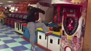 KICK MACHINE - KOREAN GUY KICKS ARCADE GAME!!!