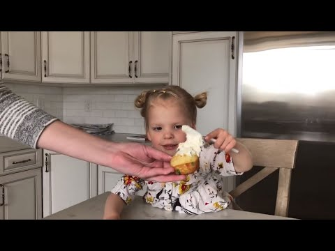 WHEN YOU LET A THREE YEAR OLD ICE THE CUPCAKES