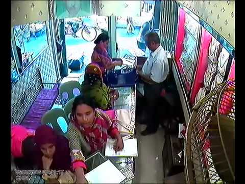Thief in jewellery shop within 25 seconds !!